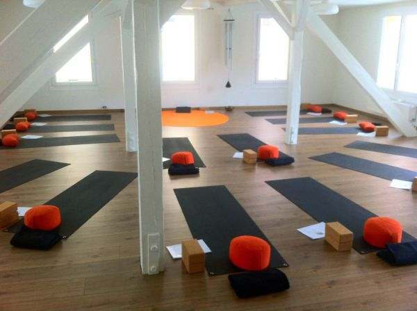 yogaraum unter zu vermieten raum mieten raumvermietung partyraum. Black Bedroom Furniture Sets. Home Design Ideas