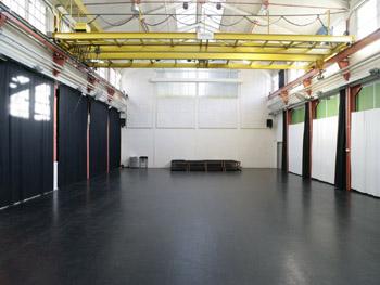 Auto Mieten Halle : querfeld fabrikhalle raum mieten raumvermietung partyraum ~ Markanthonyermac.com Haus und Dekorationen