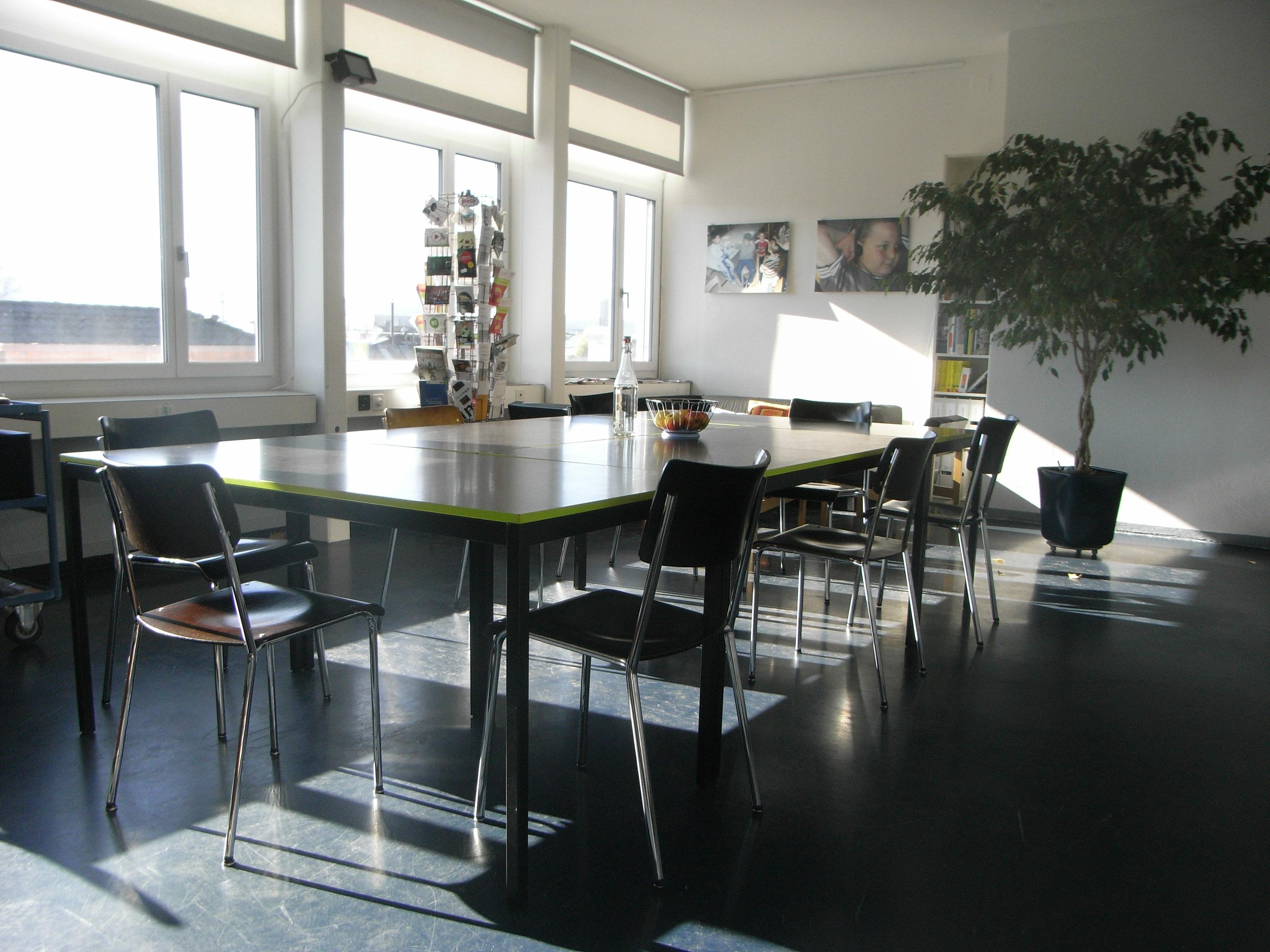 grosser kurs und sitzungsraum raum mieten raumvermietung partyraum. Black Bedroom Furniture Sets. Home Design Ideas